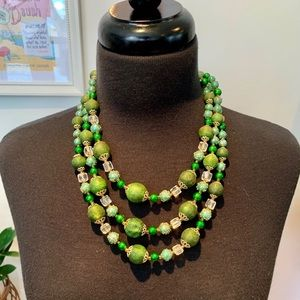 ♻️🌿Vintage   1950s-1960s Green 3-Stranded Beads